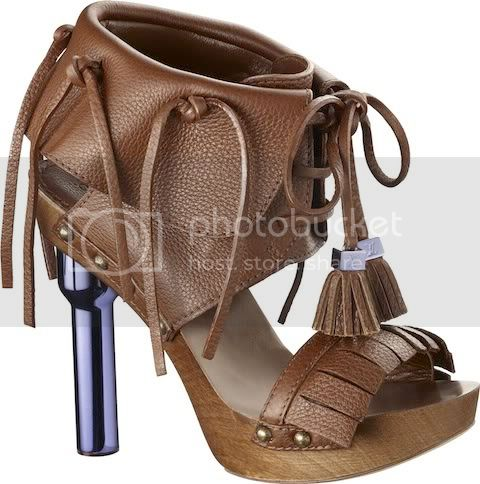 RosaSandalinGrainedCalfLeatherCocoa Louis Vuitton Spring/Summer 2010 Womens Runway Shoes